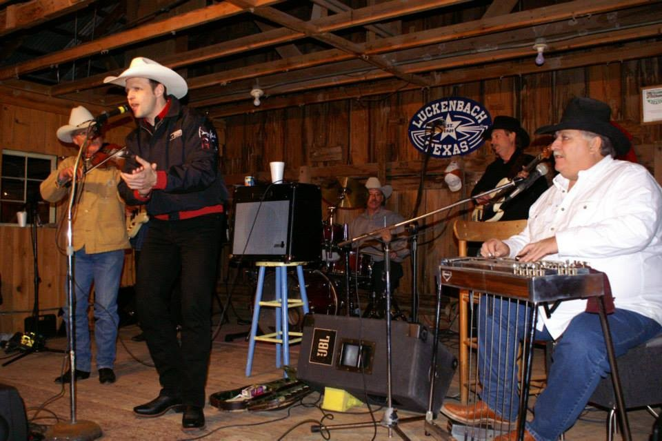 "in LUCKENBACH / TEXAS mit der Band ""Dusty Bridges"""